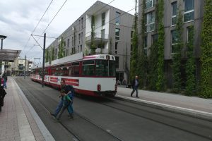 06-Fre-Vb-tram and Green Hotel-e